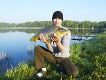 Pescador com carpa Imagens de Stock Royalty Free