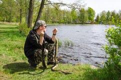 Pescador com enguias Fotos de Stock Royalty Free