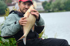 Pescador com peixes fotografia de stock