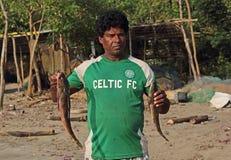 Pescador con la captura fresca Fotografía de archivo