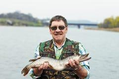 Pescador con su retén fotografía de archivo
