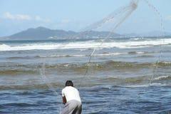 Pescador con Tarrafa Foto de archivo libre de regalías
