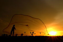 Pescador - cosechando - red de pesca - bastidor neto Fotografía de archivo libre de regalías