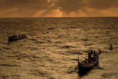 Pescador costero del bote pequeño Imagenes de archivo