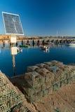 Pescador da rede de pesca dos painéis de Solars fotos de stock royalty free