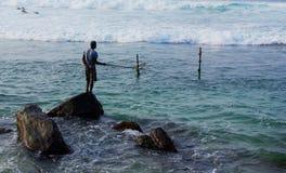 Pescador de la roca de Unawatuna Fotos de archivo libres de regalías