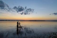 Pescador de la silueta Imagen de archivo libre de regalías