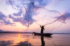Pescador del lago Bangpra Foto de archivo