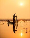 Pescador del lago en la acción Fotos de archivo