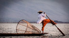 Pescador del lago Inle fotografía de archivo
