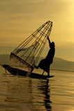 Pescador do lago Inle Fotografia de Stock Royalty Free