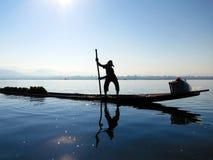Pescador do lago Inle Fotografia de Stock Royalty Free