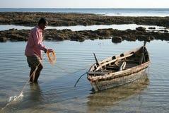Pescador e seu barco. Fotografia de Stock Royalty Free