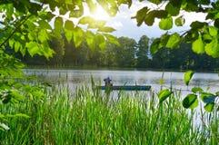 Pescador em um barco Fotos de Stock Royalty Free