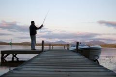 Pescador em uma costa do lago Foto de Stock