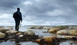 Pescador en costa de mar Fotografía de archivo libre de regalías