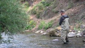 Pescador en el equipo almacen de video