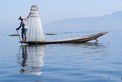 Pescador en el lago Inle Imágenes de archivo libres de regalías