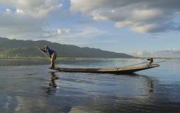 Pescador en el lago Inle Imagenes de archivo