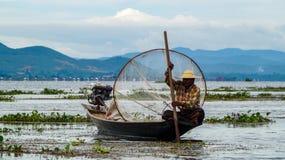 Pescador en el lago Inle, Myanmar imágenes de archivo libres de regalías