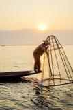 Pescador en el lago Inle, Shan, Myanmar Fotografía de archivo libre de regalías