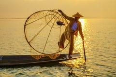 Pescador en el lago Inle, Shan, Myanmar Imágenes de archivo libres de regalías