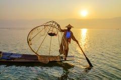 Pescador en el lago Inle, Shan, Myanmar Fotos de archivo libres de regalías