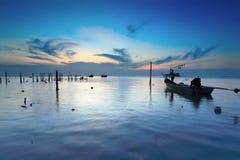 Pescador en el mar Fotografía de archivo libre de regalías