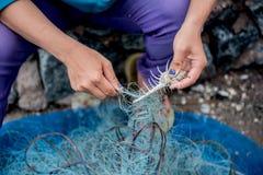 Pescador en el puerto imágenes de archivo libres de regalías