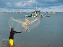 Pescador en Kiamba, las Filipinas fotos de archivo