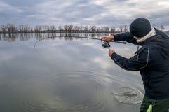 Pescador en la acción Fotos de archivo
