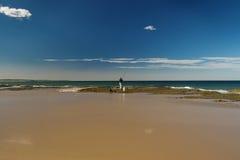 Pescador en la orilla Fotografía de archivo libre de regalías