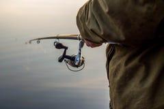 Pescador en la pesca de la puesta del sol Imagen de archivo