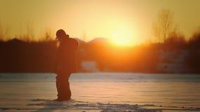 Pescador en la pesca del invierno metrajes