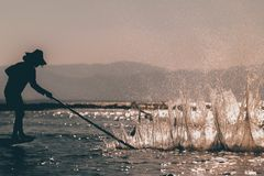Pescador en Myanmar imagen de archivo