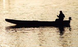 Pescador en puesta del sol Imágenes de archivo libres de regalías