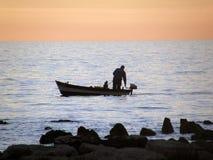 Pescador en puesta del sol Fotografía de archivo libre de regalías
