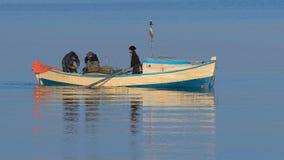 Pescador en un barco Foto de archivo libre de regalías