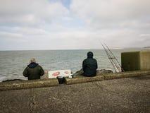 Pescador en un embarcadero Imagenes de archivo