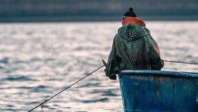 Pescador Hauling Fish Trap almacen de video