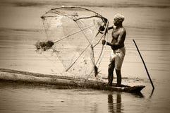 Pescador indio en la acción Imagenes de archivo