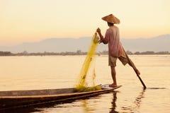 Pescador, lago Inle, Myanmar imagenes de archivo