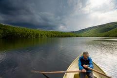 Pescador mayor en un barco Fotos de archivo