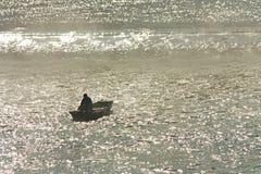 Pescador na névoa Fotos de Stock Royalty Free