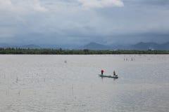 Pescador no lago Imagem de Stock