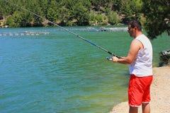 Pescador no lago em Antalya Turquia verão, água, pescando Imagens de Stock Royalty Free