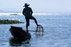 Pescador no lago Inle Foto de Stock Royalty Free