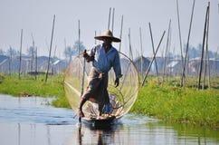 Pescador no lago Inle Fotos de Stock
