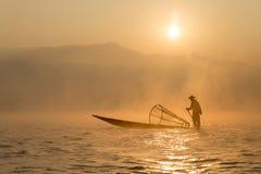 Pescador no lago Inle, Maynmar Fotos de Stock Royalty Free