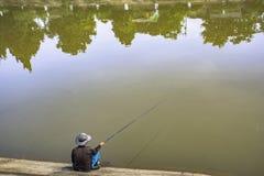 Pescador no rio imagem de stock royalty free